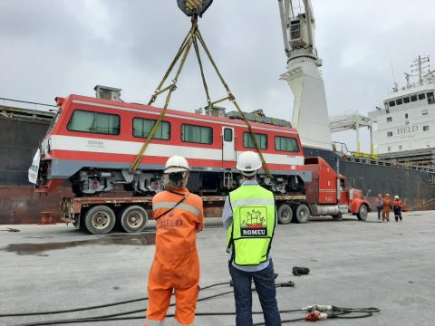 Canarship delivers section of Mayan train to Mexico