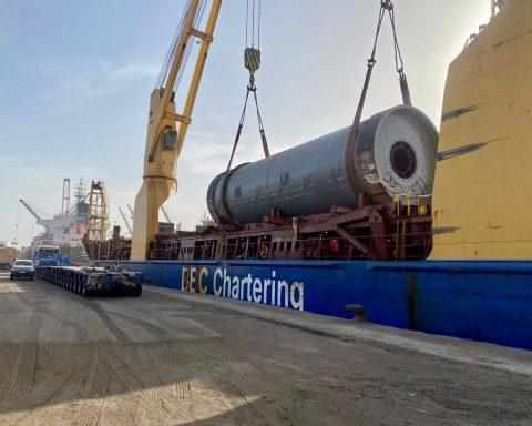 DAKO's African JV handles project cargo discharge in Dakar