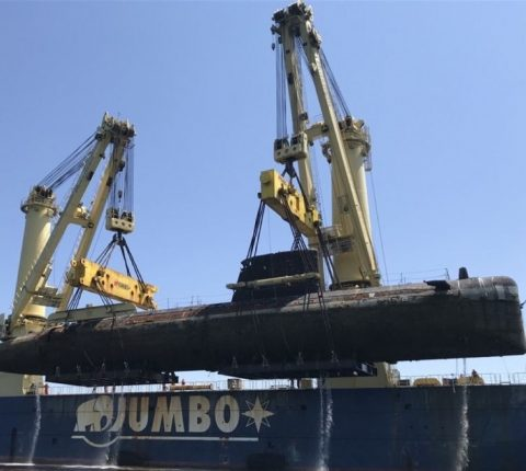 Jumbo-SAL-Alliance delivers decommissioned submarine to Brest