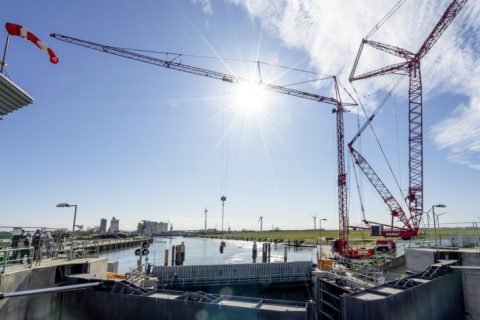 Liebherr crane on a 1,800 loads lifting spree