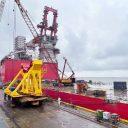 Alfa Lift's 3,000 ton heavy lift crane installed