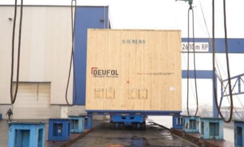 Deufol packing a 251-ton Siemens compressor for sea freight