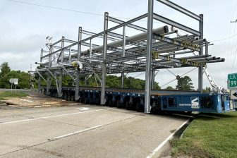 Sarens wraps up 24 modules transport in the USA