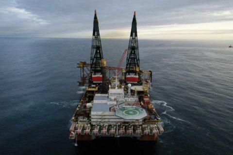 Heerema's Thialf removes Shell's Goldeneye platform