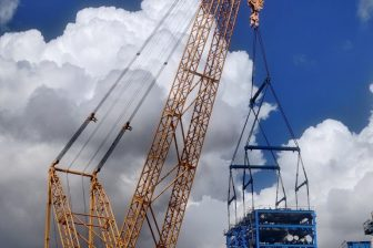 Sarens crane picked for super-heavy lifts at an Indian refinery