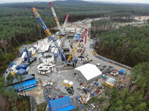 Sarens hauls tunnel drilling equipment in Poland