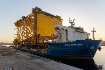 Seagreen superstructures on the move