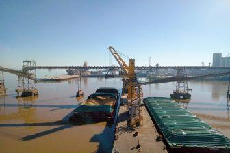 Third Liebherr harbour crane added to Uruguayan terminal